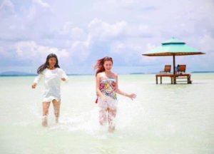 Pulau Leebong adalah tujuan wisata baru. Banyak wisatawan yang merasa belum tuntas berwisata ke Belitung jika belum ke pulau ini. Di saat musim angin barat, pulau ini jadi tujuan wisata yang banyak dikunjungi wisatawan.