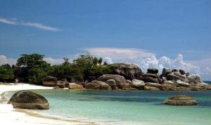 Belitung dengan kekayaan alam yang masih tertata rapi belum banyak tersentuh industri layak untuk dimasukkan ke UNESCO Global Geoparks