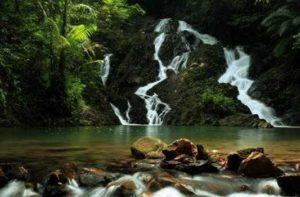 Gunung Tajam dan Air Terjun Gurok Beraye ini terletak di Kecamatan Badau, menjadi romantis ketika di nikmati di malam hari