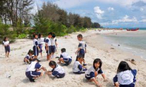 Kegiatan outbond ini selain tujuannya untuk berwisata pantai, juga menjadi ajang pembelajaran bagi siswa
