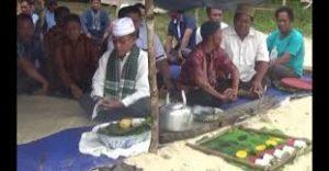 Ritual ini sebagai ungkapan syukur kepada Tuhan Yang Maha Kuasa sekaligus momen silaturahmi antarsesama nelayan.