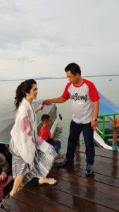 disambut Direktur Leebong Island, Bapak Sugianto.