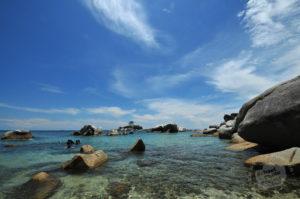 Pantai ini cukup tenang, Angin kencang dapat menyegarkan pikiran Anda