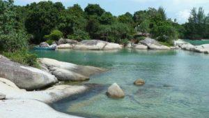 Pantainya yang masih bersih belum terjamah oleh tangan-tangan jahil, air yang jernih dipadu padankan dengan hutan yang hijau membentang.