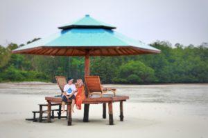 Chicas Beach atau pantai sikas, mempunyai aura yang romatis, bagi pasangan yang ingin menikmati suasana romantis.