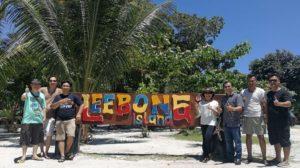 kedatangan rombongan disambut oleh anggota DPD RI Tellie Gozilie di private island