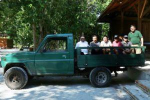 Dengan kendaraan sederhana inipun OSO berkenan untuk berkeliling pulau Leebong yang mempunyai luas 37 hektar
