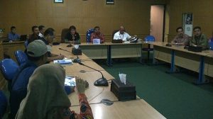 Suasana rapat terbatas antara Pemkab Belitung dan Perum Damri pusat, Kamis (24/5) diruang rapat Bupati Belitung.