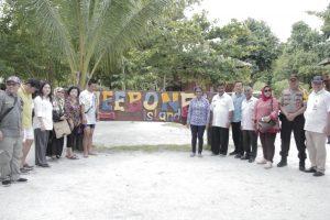 Menteri Kelautan dan Perikanan RI Susi Pudjiastuti mengunjungi pulau Leebong Belitung