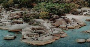 Keindahan Pantai Tanjung Tinggi Belitung (Foto: Instagram)