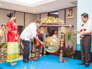Peresmian pembukaan Swiss-Belresort Tanjung Binga Belitung, ditandai dengan pemukulan gong oleh Menteri Pariwisata Arief Yahya
