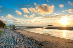 ketika senja datang, Tanjung Pendam menjadi tempat yang sangat romantis.
