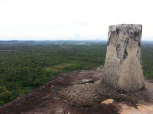 Dari puncak bukit juga akan terlihat indahnya Pulau Lengkuas.