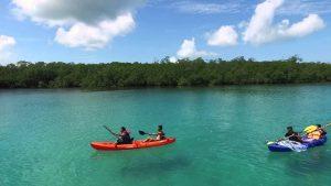 Bermain kayak, padle board dan olahraga air lainnya merupakan suatu keharusan disini. Karena selain ombaknya kecil, airnyapun bening menggoda.