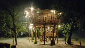 Kalau Villa Zara ini cocok bagi pasangan yang sedang bulan madu, suasananya romantis banget.