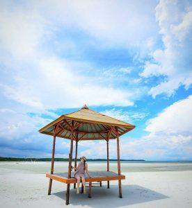 Keindahan Pulau Leebong dapat di nikmati di daratan dan lautnya